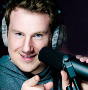 Moderator Axel Dedering moderiert im Radio, TV und auf der Bühne